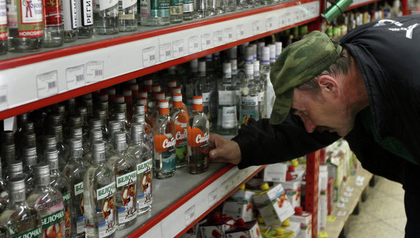 Продажа водки в магазинах Омска. Архивное фото