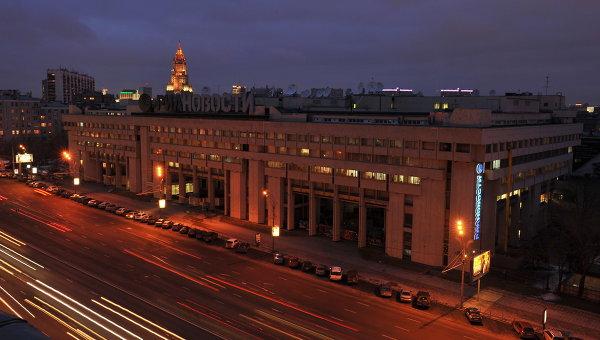 Здание агентства РИА Новости на Зубовском бульваре с отключенной подсветкой в рамках экологической акции Час Земли. Архив