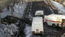Сотрудники МЧС РФ на территории шахты Осинниковская