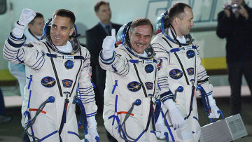 Астронавт НАСА Кристофер Кэссиди и космонавты Роскосмоса Павел Виноградов и Александр Мисуркин, архивное фото