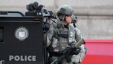 Команда SWAT патрулирует площадь Копли в Бостоне после теракта