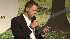 Приветствие Медведева участникам РИФ+КИБ зачитали с мобильного телефона