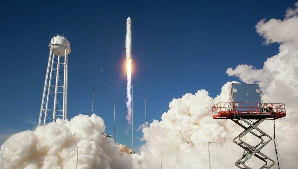 Старт ракеты Антарес с космодрома в США