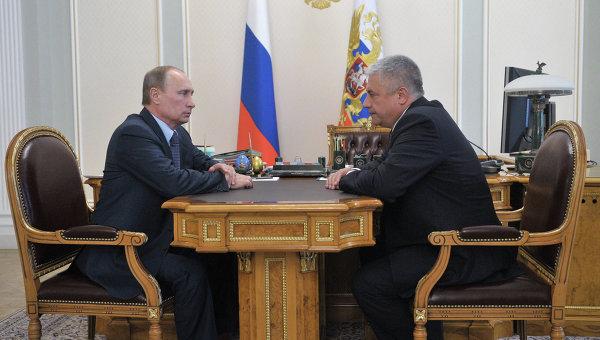 Президент РФ Владимир Путин и министр внутренних дел РФ Владимир Колокольцев