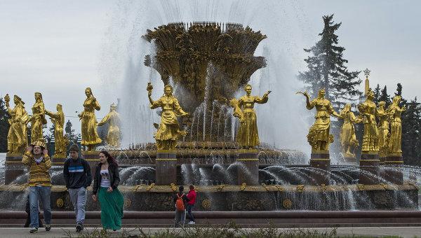 Начало сезона работы московских фонтанов, архивное фото