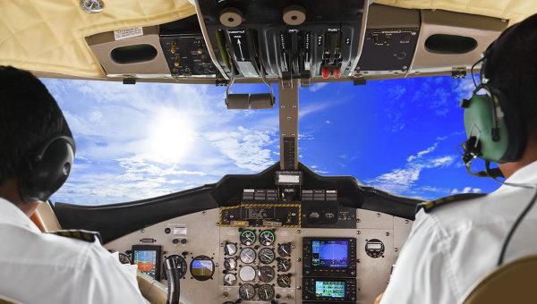 Трещина налобовом стекле задержала вылет самолета из«Толмачёво»