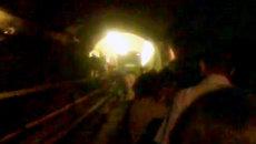 Москвичи гуськом пробирались по тоннелю метро к выходу из-за пожара