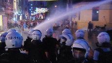 Полиция разгоняла протестующих в Стамбуле водометами и слезоточивым газом