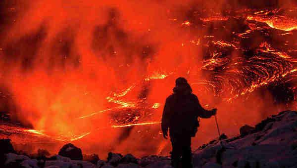 Огненная лава вулкана
