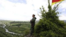 Пограничник на грузино-южноосетинской границе. Архивное фото