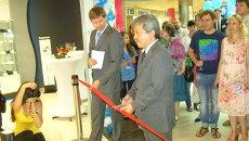 Директор компании Panasonic Россия Сигэо Судзуки открывает магазин в Новосибирске