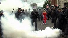 Полицейские разгоняли водометами и дымовыми шашками протестующих в Белфасте