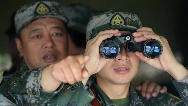 Китайские военнослужащие в штабе. Архивное фото