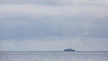 Активисты Гринпис начали акцию протеста у судна Академик Лазарев в Баренцевом море