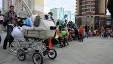 Парад колясок в Новосибирске: феи и будущие инспекторы ГИБДД