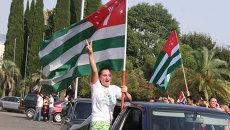 Народные гуляния в Сухуми по случаю признания Россией независимости Абхазии.