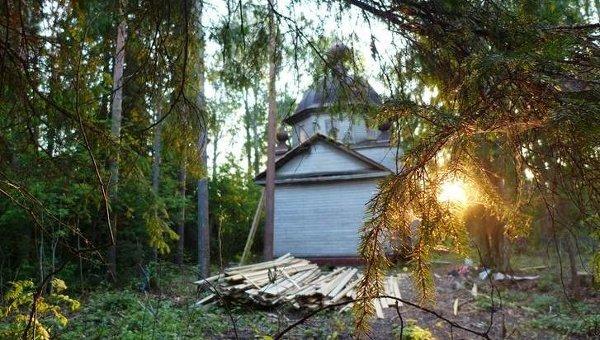 Храм Смоленской иконы Божией Матери в Малой Шалге