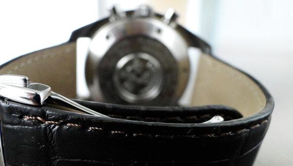 Часы с ремешком из кожи аллигатора. Архивное фото