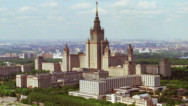 Вид на МГУ имени М.В. Ломоносова, архивное фото