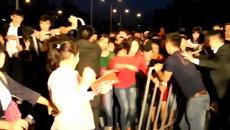 Толпа взяла штурмом сцену и устроила погром во время концерта в Алма-Ате