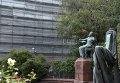 Памятник композитору П.И. Чайковскому на Большой Никитской перед зданием московской консерватории