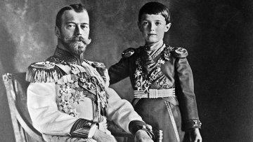 Российский император Николай II с наследником Алексеем
