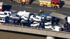 Смятые и искореженные машины перекрыли трассу в Великобритании после ДТП