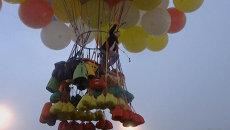 Американец взлетел на 300 воздушных шариках и отправился пересекать океан