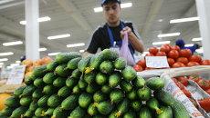 Продажа овощей на рынке Новосибирска, архивное фото