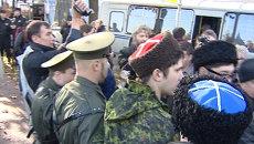 Задержанных после столкновений на ЛГБТ-акции в Петербурге увезли на автобусах