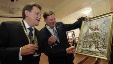Иван Кляйн принимает подарки по случаю своей инаугурации