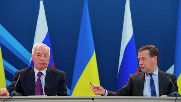 Дмитрий Медведев и Николай Азаров. Архивное фото