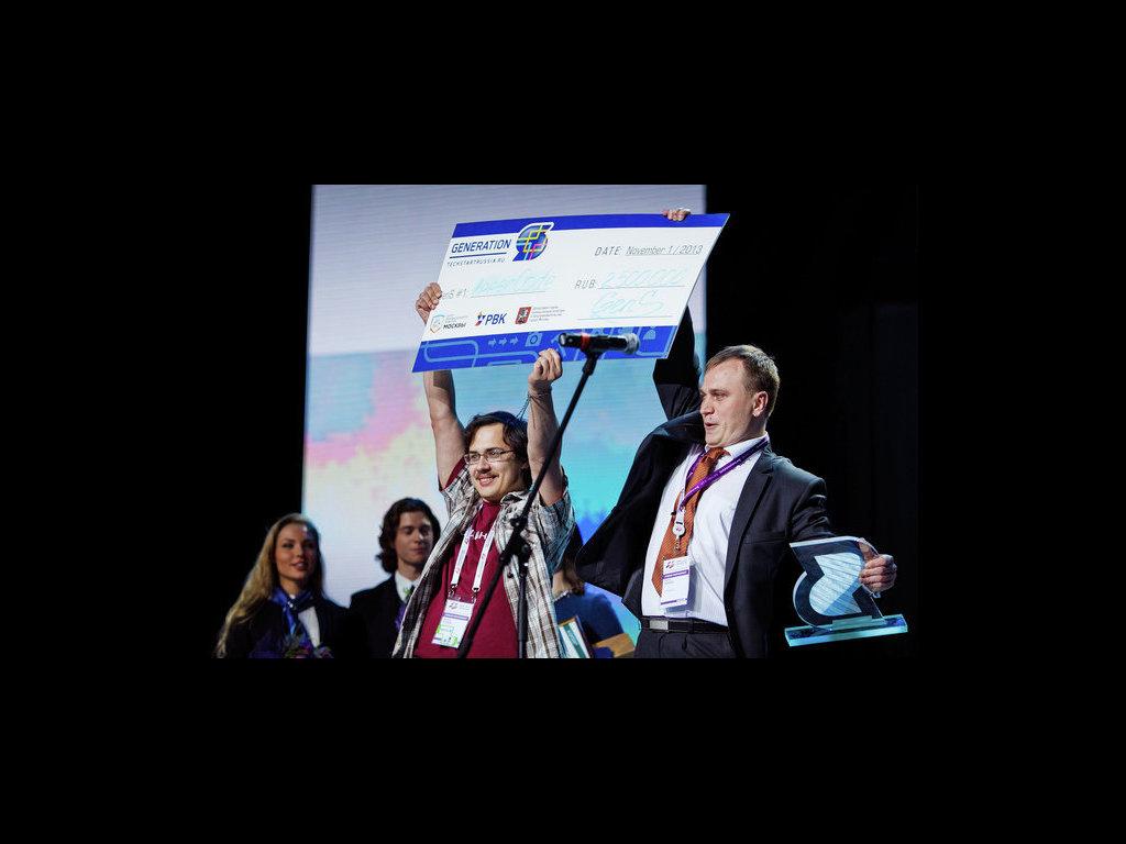 Авторы проекта Appercode, победившего в конкурсе Generation S в 2013 году, получают приз