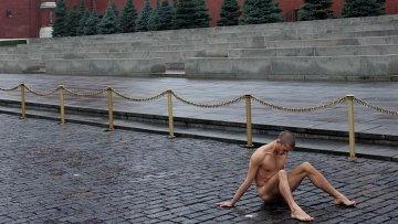 Акция художника Павленского на Красной площади