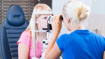 Женщина на приеме у офтальмолога. Архивное фото