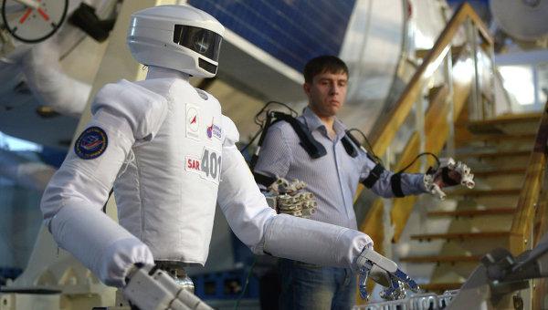 Российского робота-космонавта продемонстрировали в ЦПК
