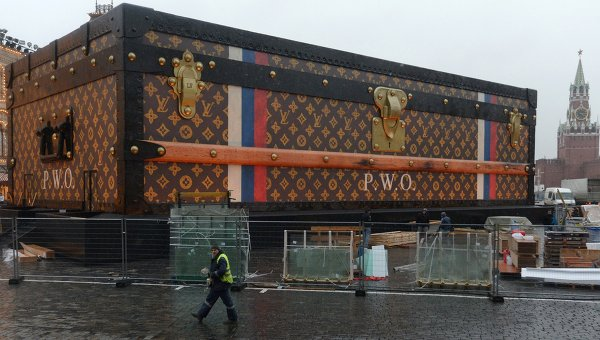 Сундук-павильон Louis Vuitton на Красной площади. Архивное фото
