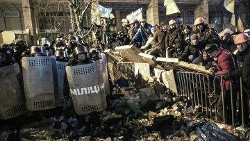 Внутренние войска начали штурм лагеря митингующих на Майдане. Архивное фото