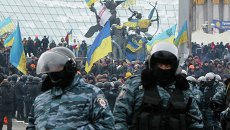 Сотрудники правоохранительных органов Украины на площади Независимости в Киеве