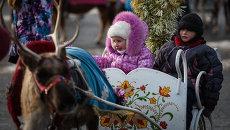 Когда же еще детворе во Владивостоке покататься на северных оленях, как не в новогодние каникулы.
