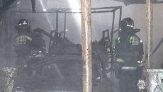 Три машины сгорели в боксах автопарка во Владивостоке