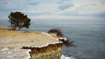 Озеро Байкал зимой, архивное фото