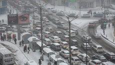 Пробка во Владивостоке в снег. Фото с места события