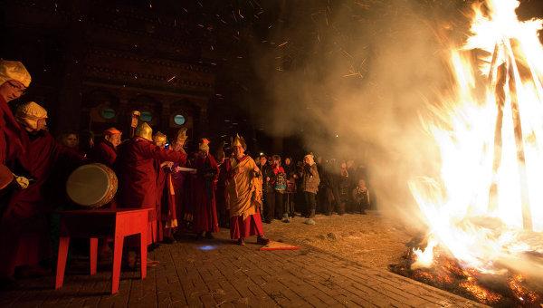 Буддистский Новогодний обряд очищения Дугжууба. Архивное фото