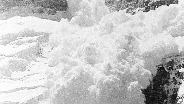 Снежная лавина. Архивное фото