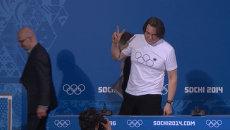 Эрнст в футболке с нераскрывшимся кольцом рассказал о церемонии закрытия Игр