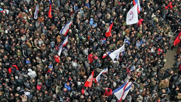 Митинги у здания Верховного совета Крыма. Архивное фото