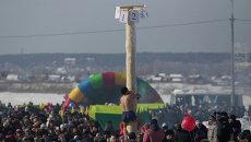 Проводы зимы в Томске: сибирские силачи, блины и чучело-гигант