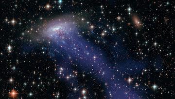 """Композитное изображение галактики ESO 137-001, полученное телескопами """"Хаббл"""" и """"Чандра"""""""