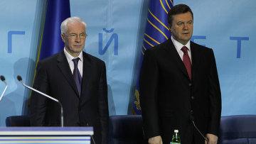Николай Азаров и  Виктор Янукович. Архивное фото